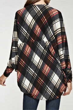 Viamor Plaid Cardi - Alternate List Image