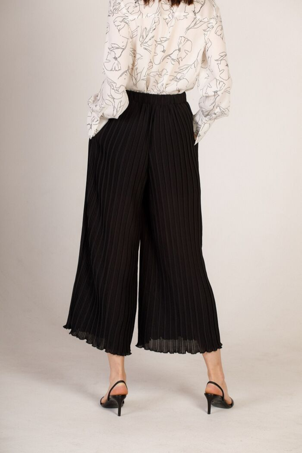 Moodie Pleated Culotte Pant - Side Cropped Image
