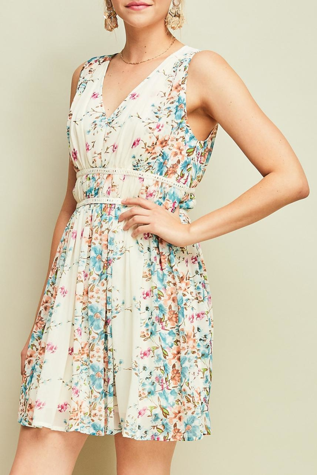 Entro Pleated Floral Dress - Side Cropped Image