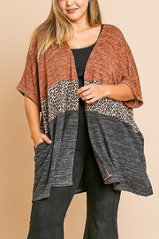 Umgee PLUS SIZE ANIMAL PRINT KIMONO - Product Mini Image