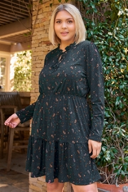 Gilli Clothing Plus Size Forest Green Paisley Print Long Sleeve Mini Dress - Front cropped
