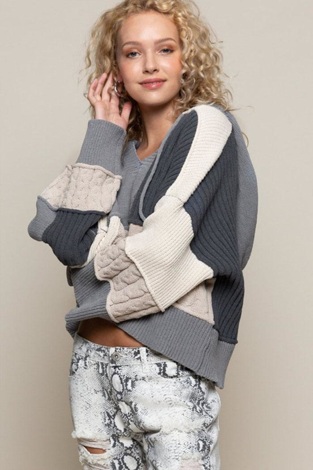 POL Oversize Color-Block Sweater - Side Cropped Image