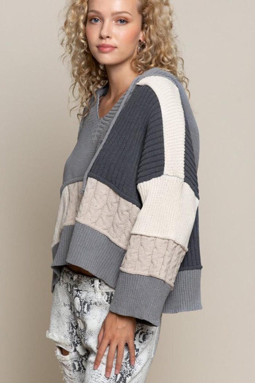 POL Oversized Color-Block Sweater - Side Cropped Image