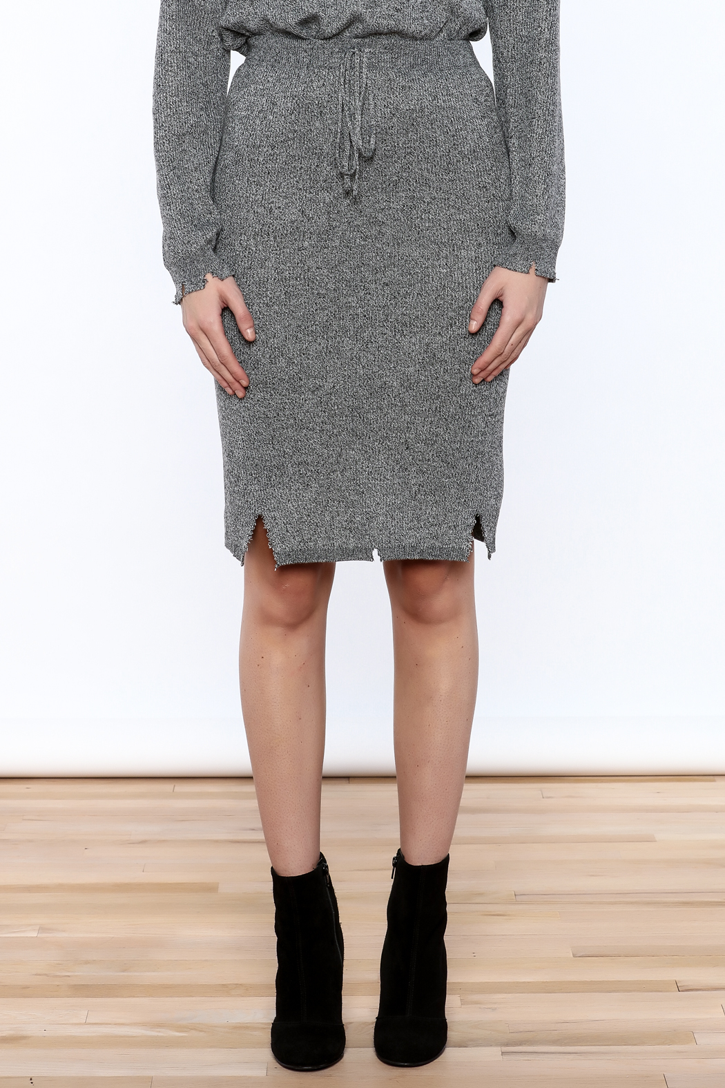 POL Grey Distressed Pencil Skirt - Side Cropped Image