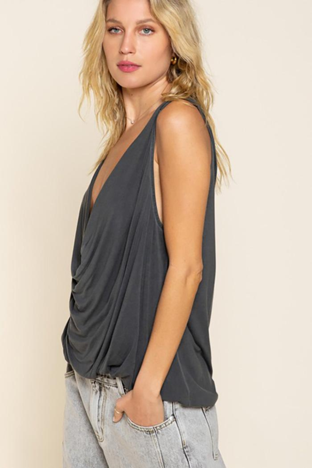 POL Plunging Twist Tank Top - Side Cropped Image