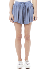POL Swingy Shorts - Side cropped