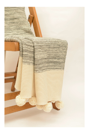 Darzzi POMPOM THROW - Side cropped