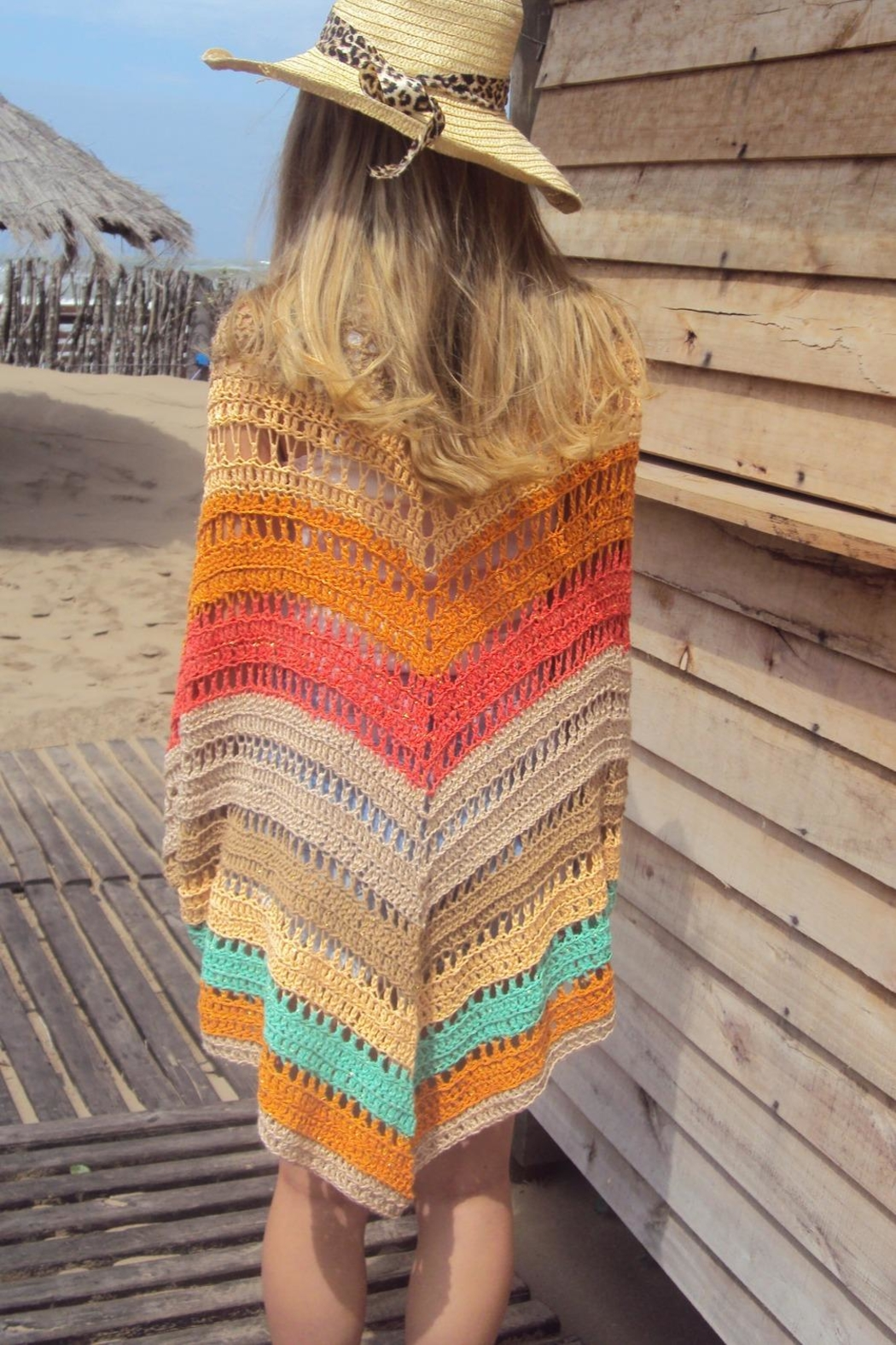 De Mil Amores Buenos Aires Poncho Bohemian - Back Cropped Image