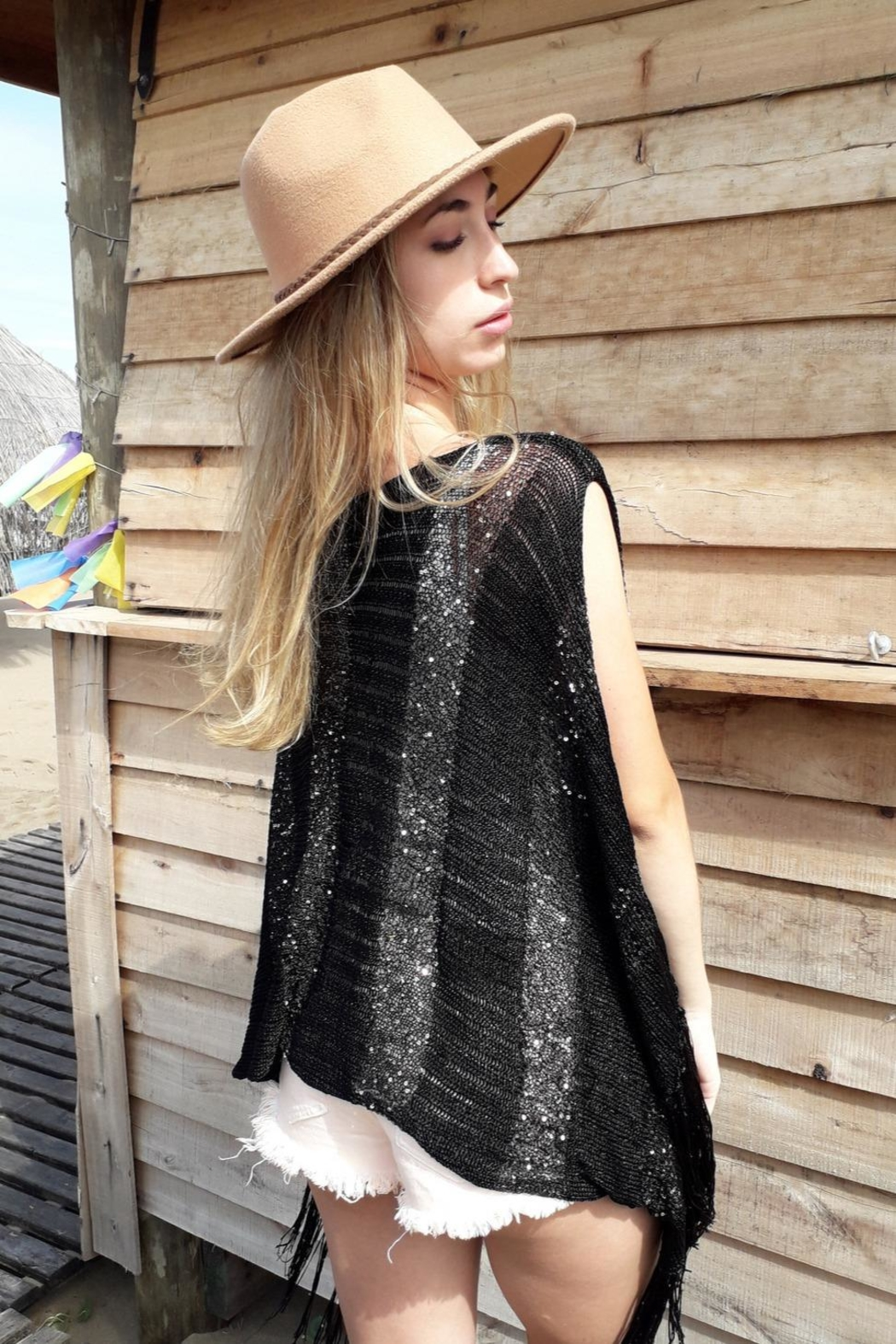 De Mil Amores Buenos Aires Poncho Silk Noire - Side Cropped Image