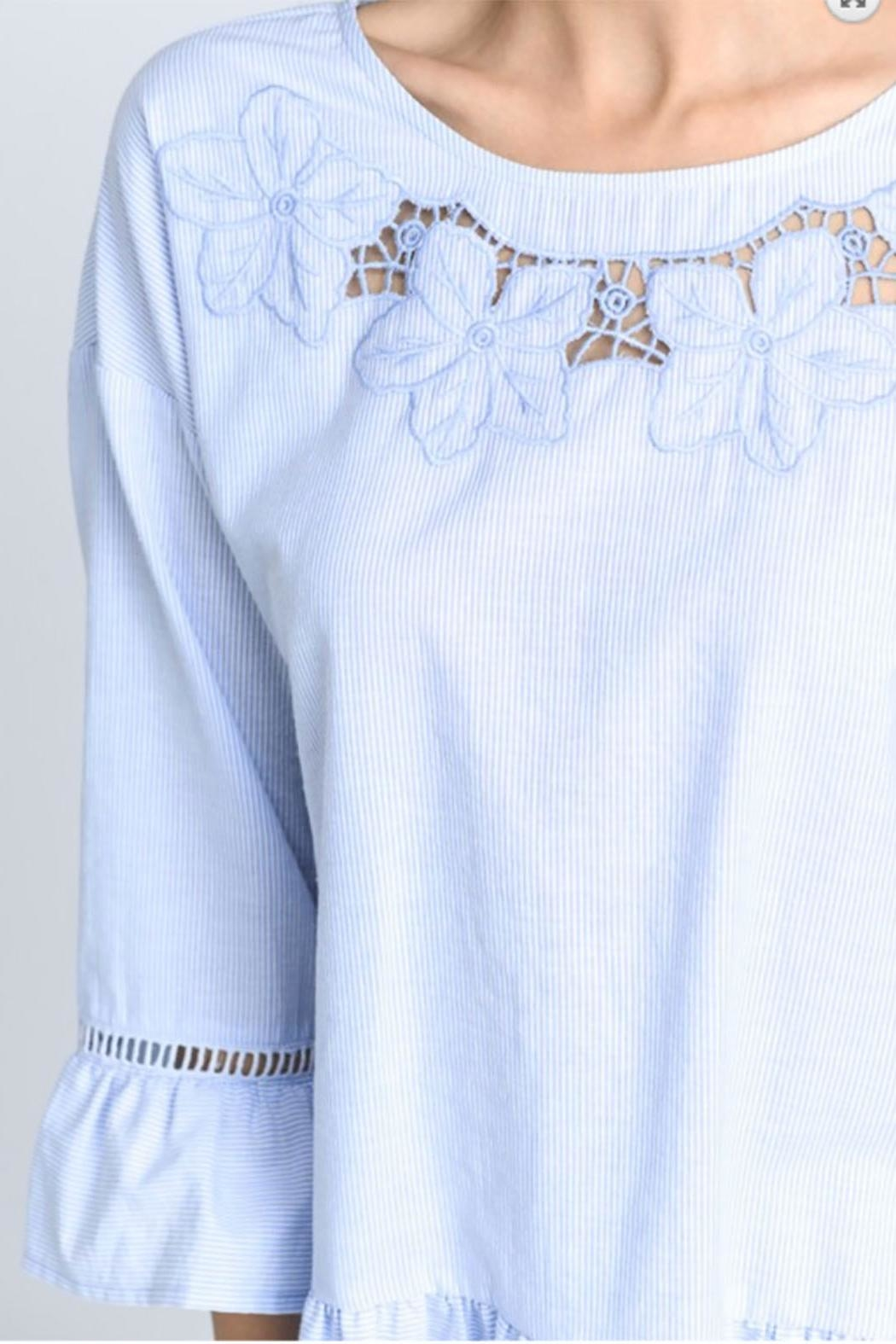 Doe & Rae Embroidery Tunic Top - Side Cropped Image