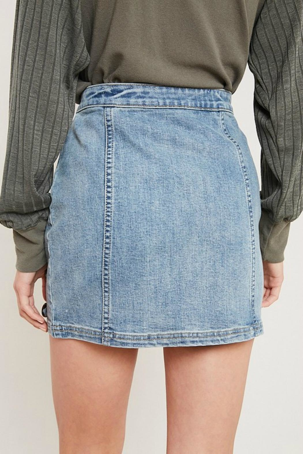 Pretty Little Things Button Denim Skirt - Side Cropped Image