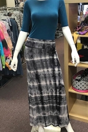 Got Style Tie Dye Blk/Wht Maxi Skirt - Front cropped