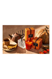 Nest Fragrances PUMPKIN CHAI CLASSIC CANDLE - Front full body