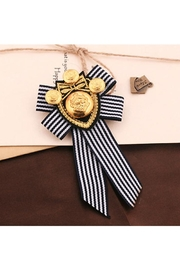 Madison Avenue Accessories Pyt B&W Broach - Product Mini Image