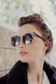 Quay Australia The In Crowd Sunnies - Side cropped