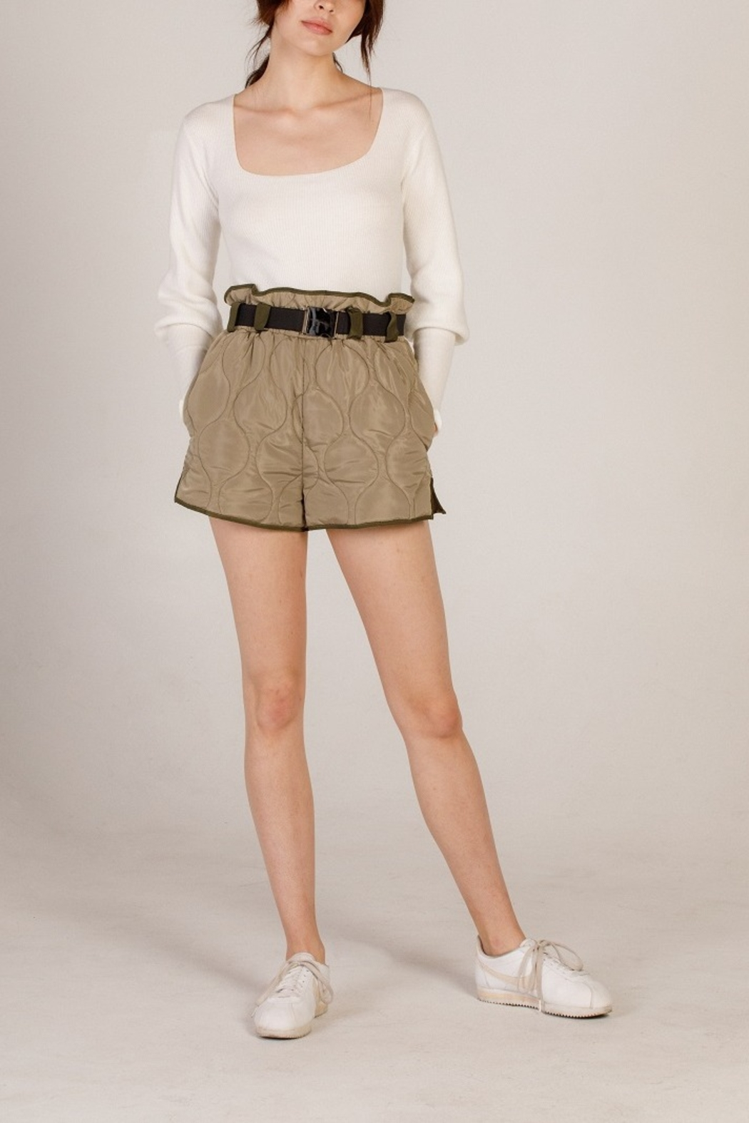 Moodie Quilted Belted Shorts - Side Cropped Image
