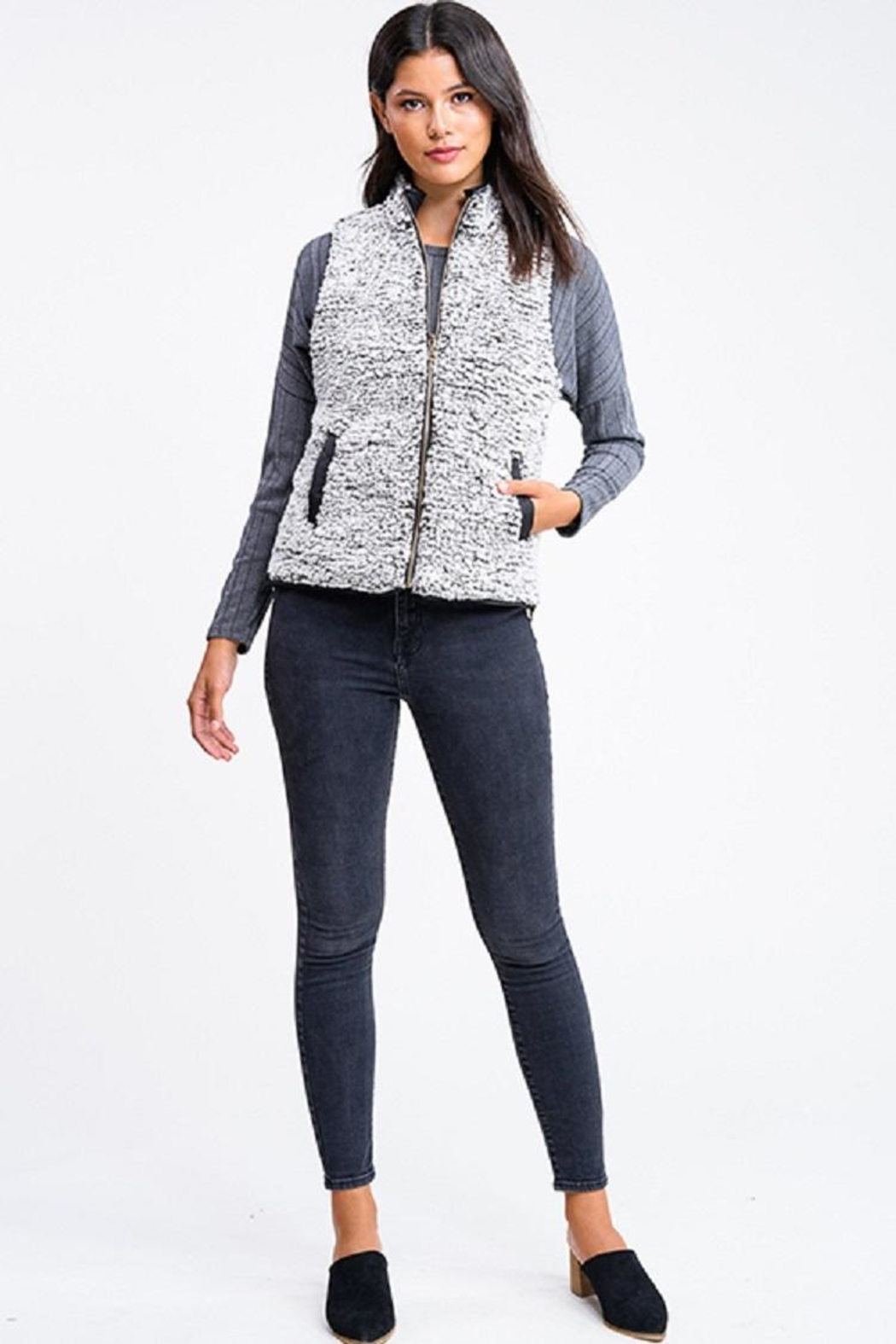 MONTREZ Quilted Reversible Vest - Back Cropped Image