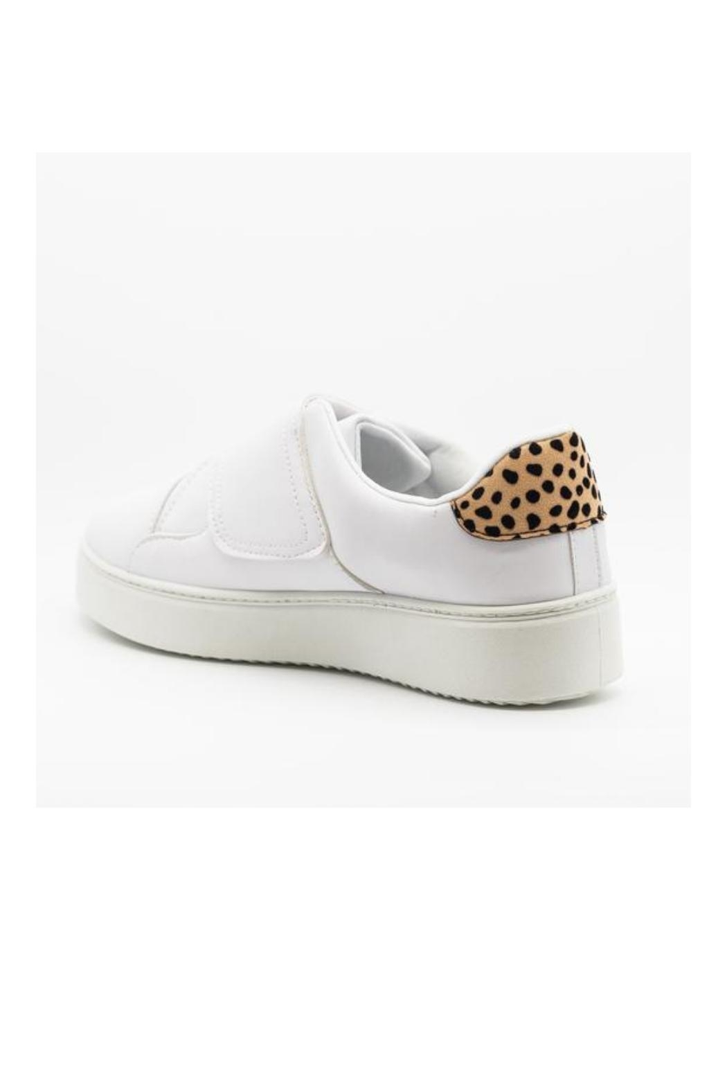 Qupid Moody Sneaker White - Side Cropped Image