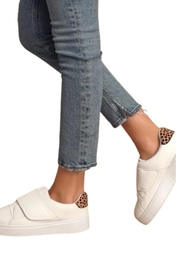 Qupid Moody Sneaker White - Front cropped