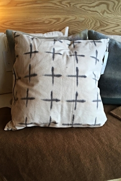 Ró   Hand Dyed Pillow - Alternate List Image