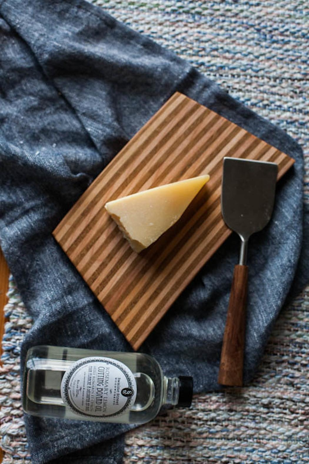 Ró   Handmade Cutting Board - Front Cropped Image