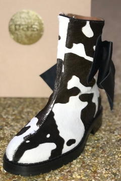ras Cowhide Boots With Bow - Product List Image