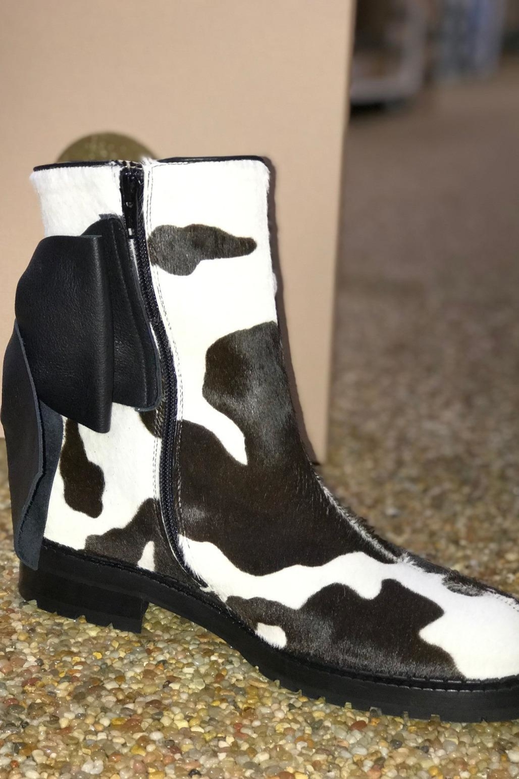 ras Cowhide Boots With Bow - Side Cropped Image