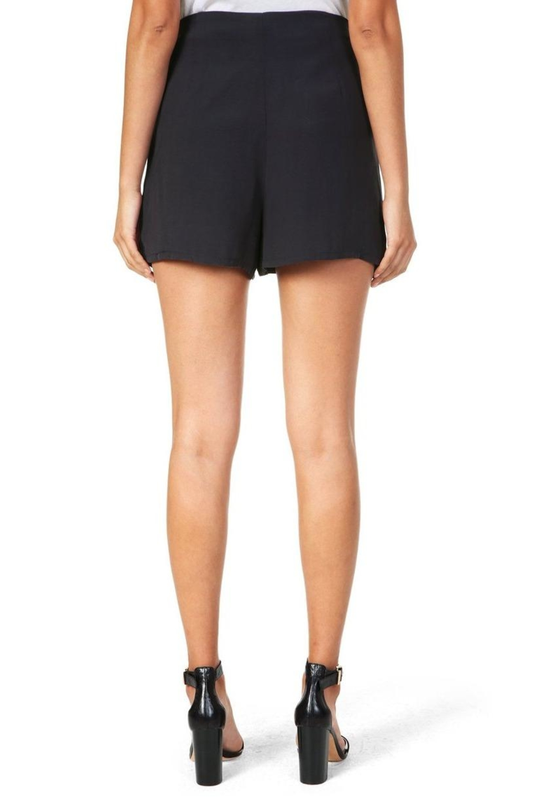 Cupcakes & Cashmere Raven Midnight Shorts - Side Cropped Image