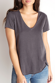 Bella Dahl RAW EDGE V NECK TEE - Front cropped
