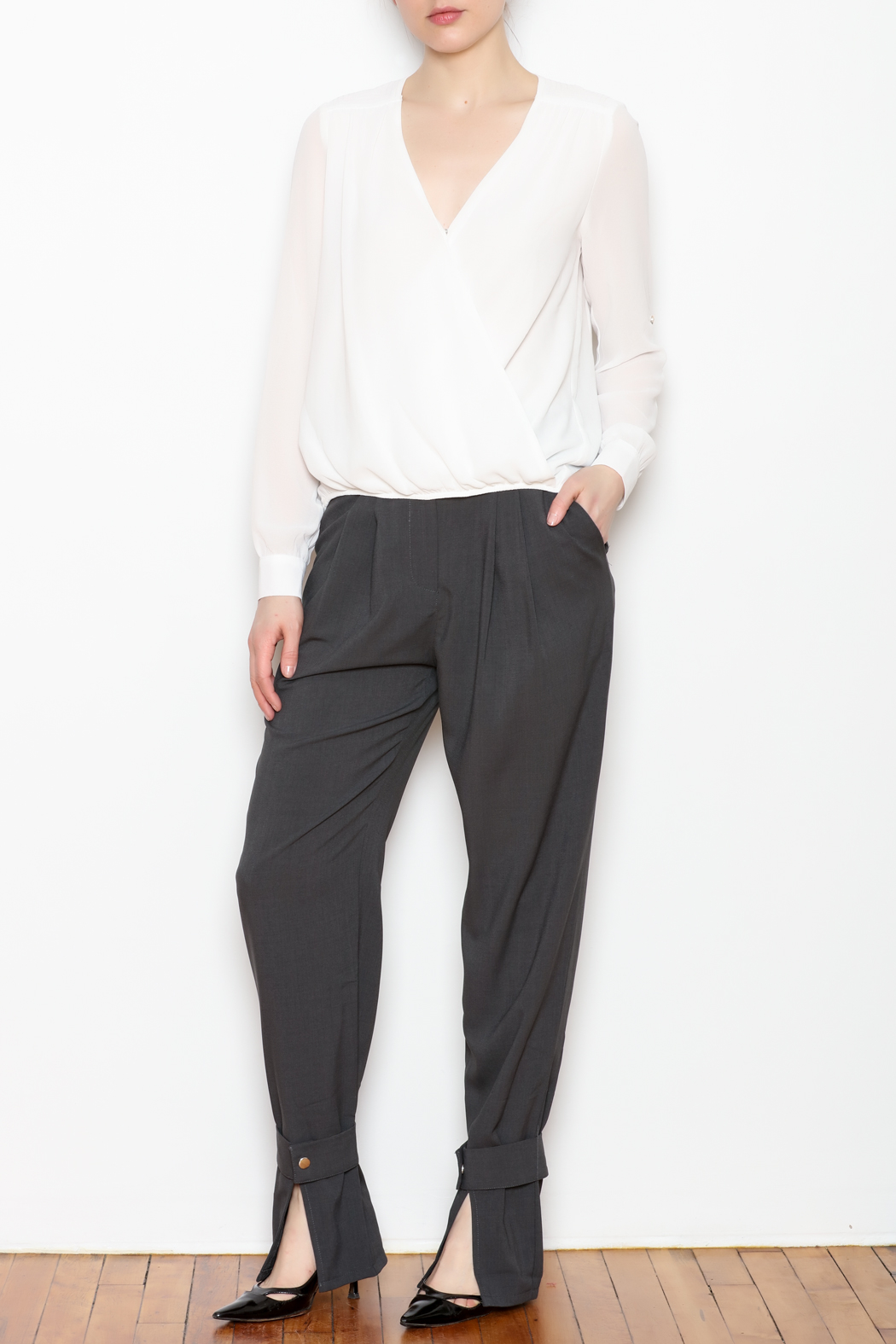 re:named Button Ankle Trouser - Side Cropped Image