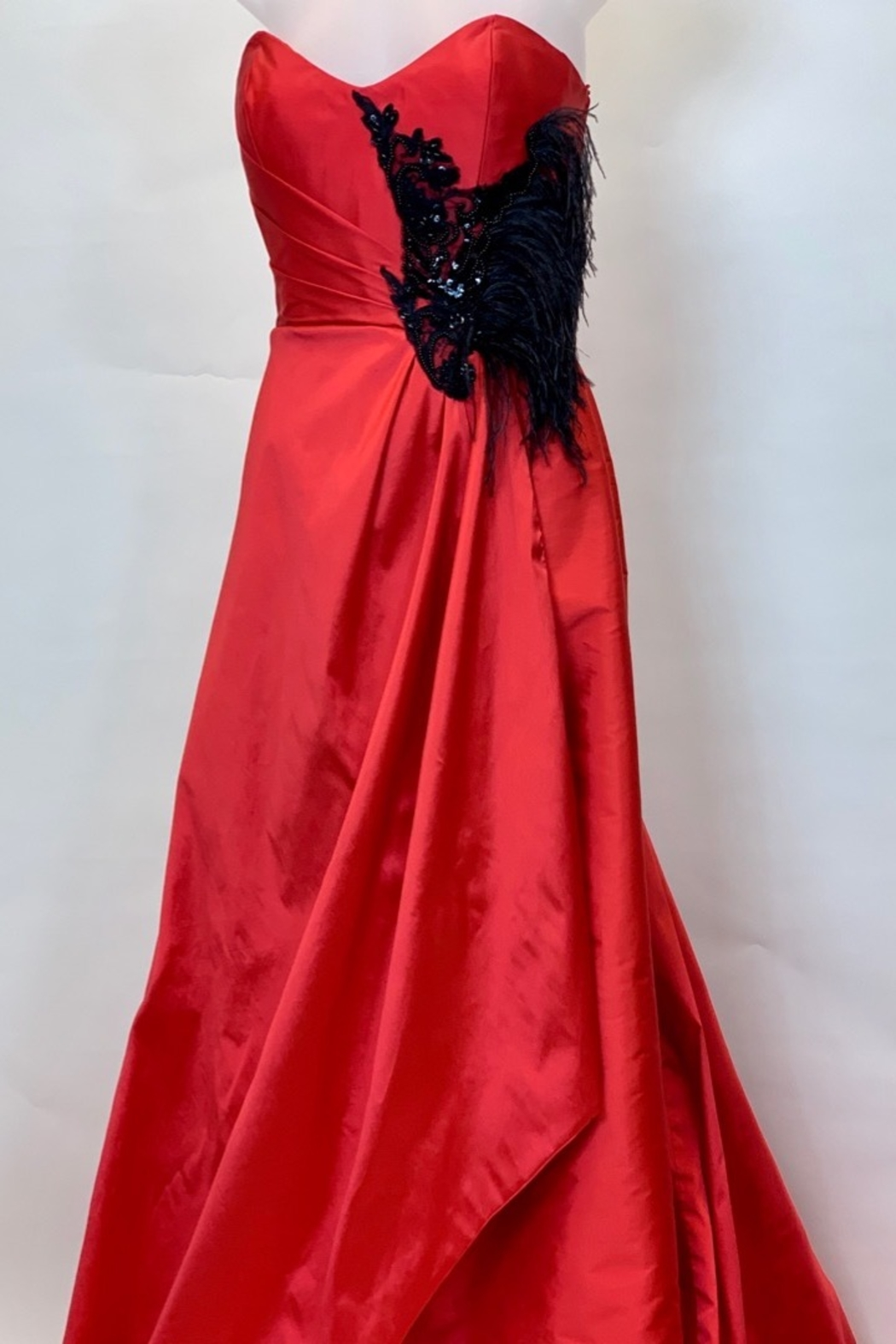 JUAN CARLOS PINERA RED & BLACK FEATHER GOWN - Side Cropped Image