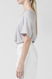 Double Zero Reese High-Lo Tee - Side cropped
