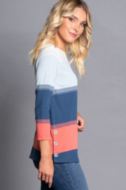 Multiples Refresh Side Button Top - Front full body