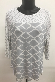 Renuar Diamond Print Top - Front cropped