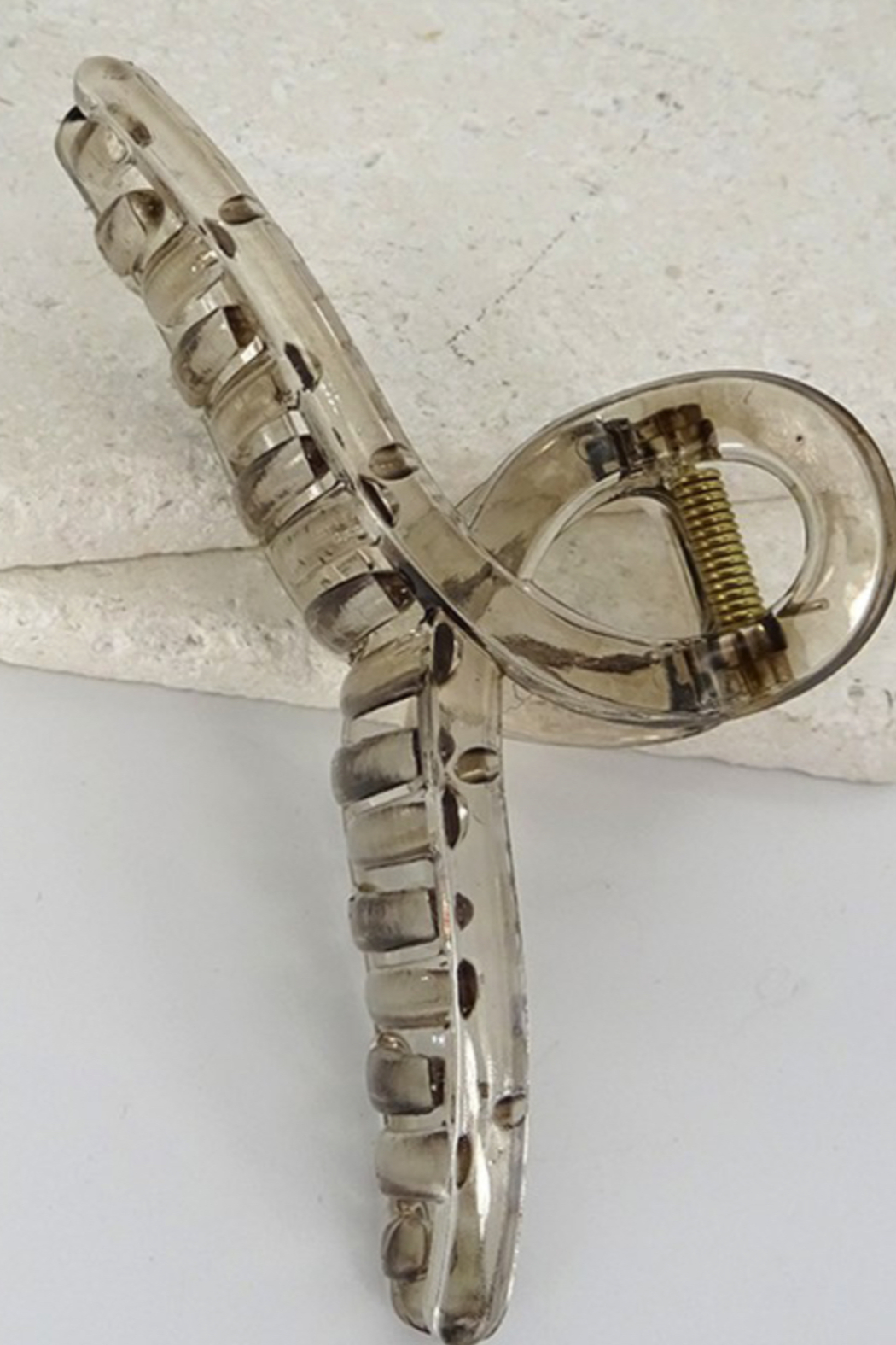 Wall to wall  Retro Hair Claw Clip - Front Cropped Image