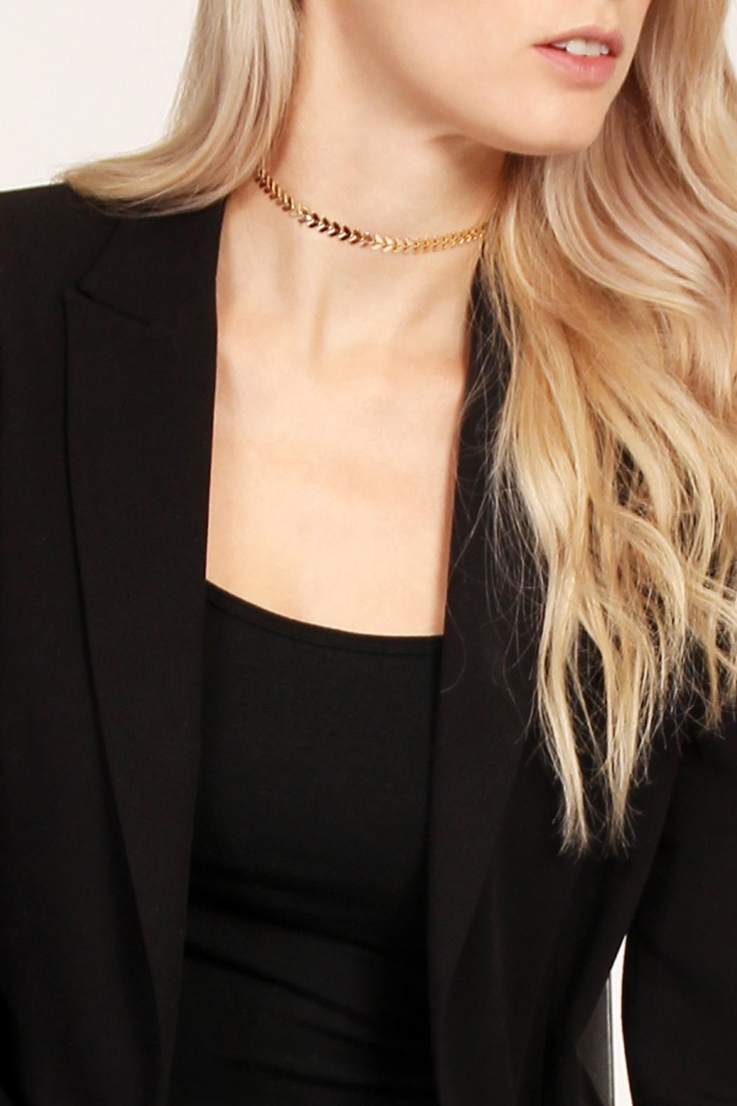 Riah Fashion Arrow Design Choker - Side Cropped Image