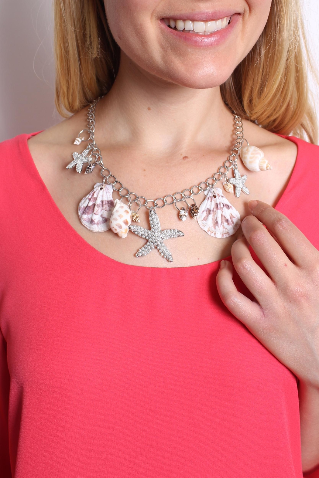 Riah Fashion Beach Charm Necklace - Side Cropped Image