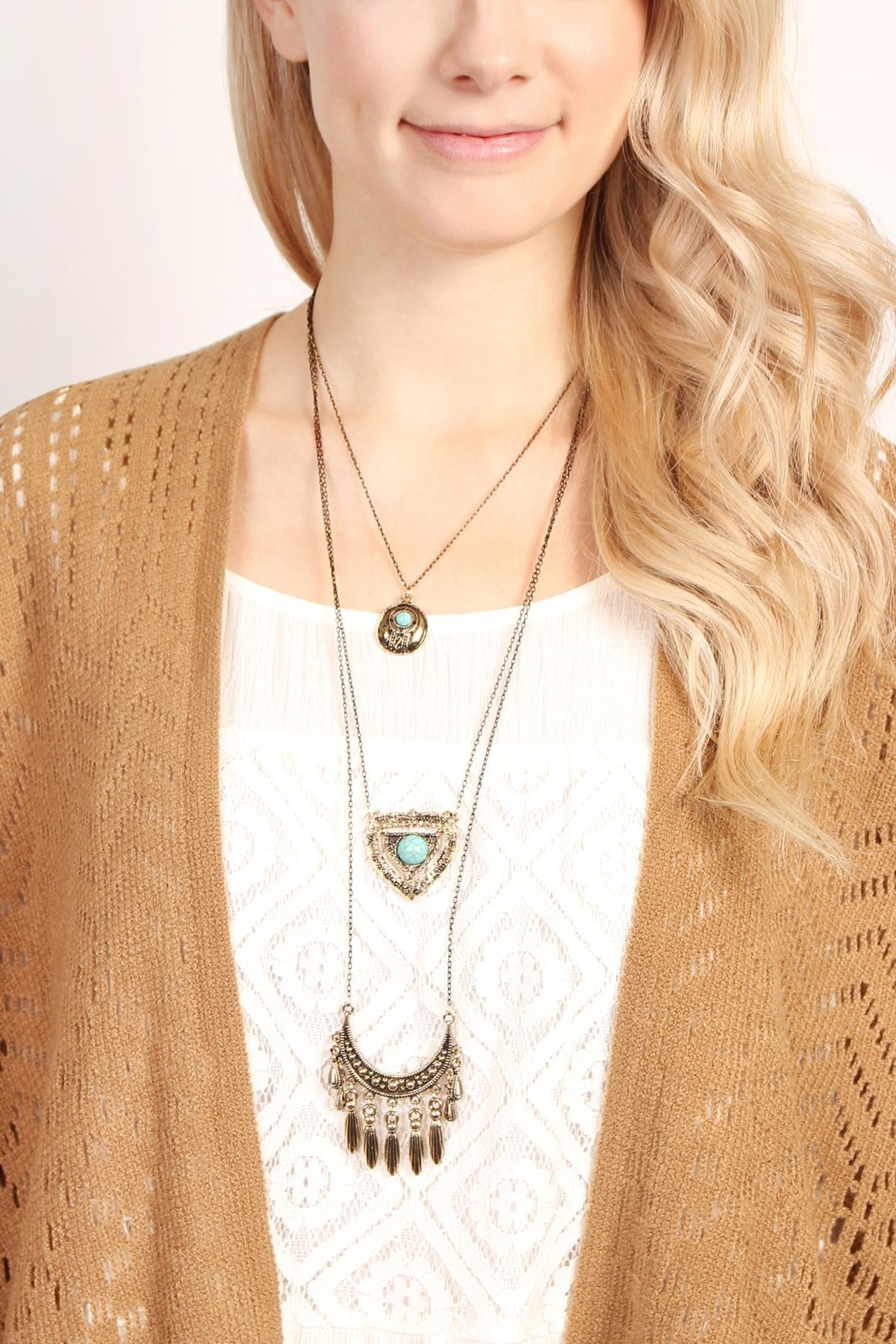 Riah Fashion Turquoise Pendent Layer Necklace - Side Cropped Image