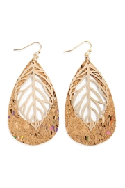 Riah Fashion Cork Pattern Teardrop-With-Metal Leaf-Filigree-Earring - Front cropped