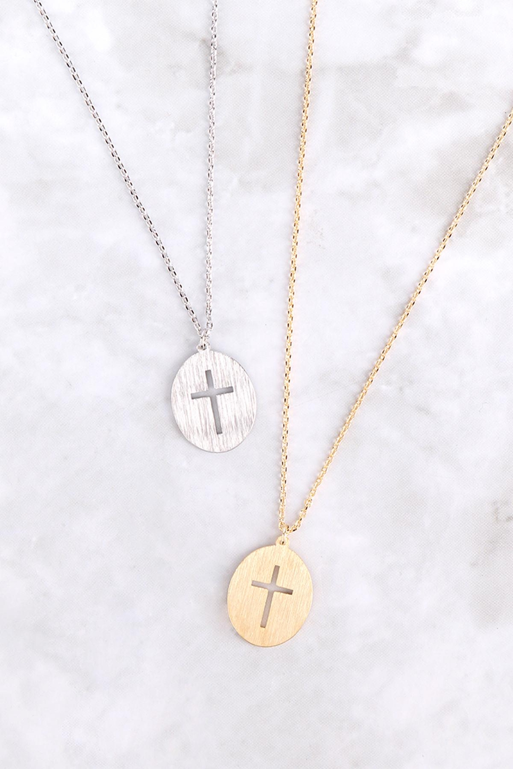 Riah Fashion Cross-Cutout-Oval-Brass-Pendant-Necklace - Side Cropped Image