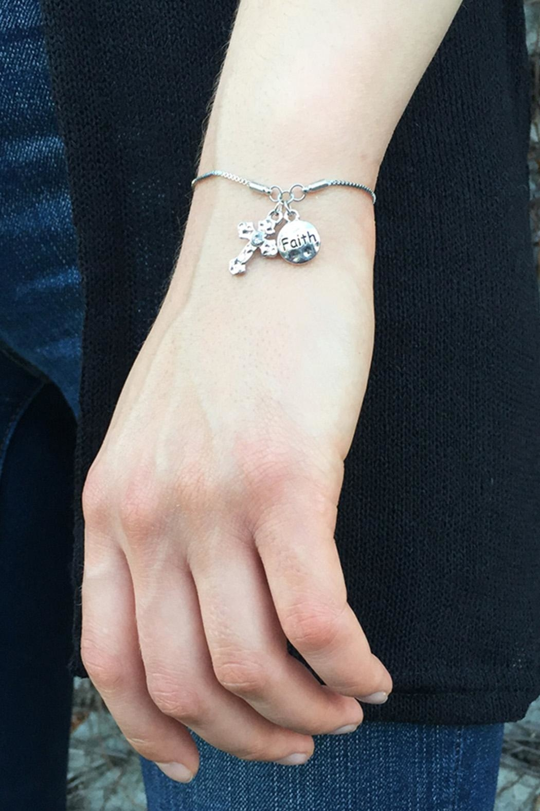 Riah Fashion Cross Faith Bracelet - Side Cropped Image