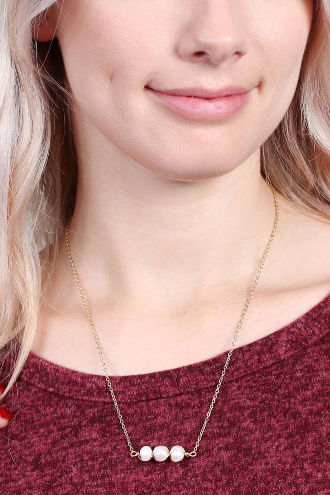 Riah Fashion Delicate Pearl Necklace - Side Cropped Image