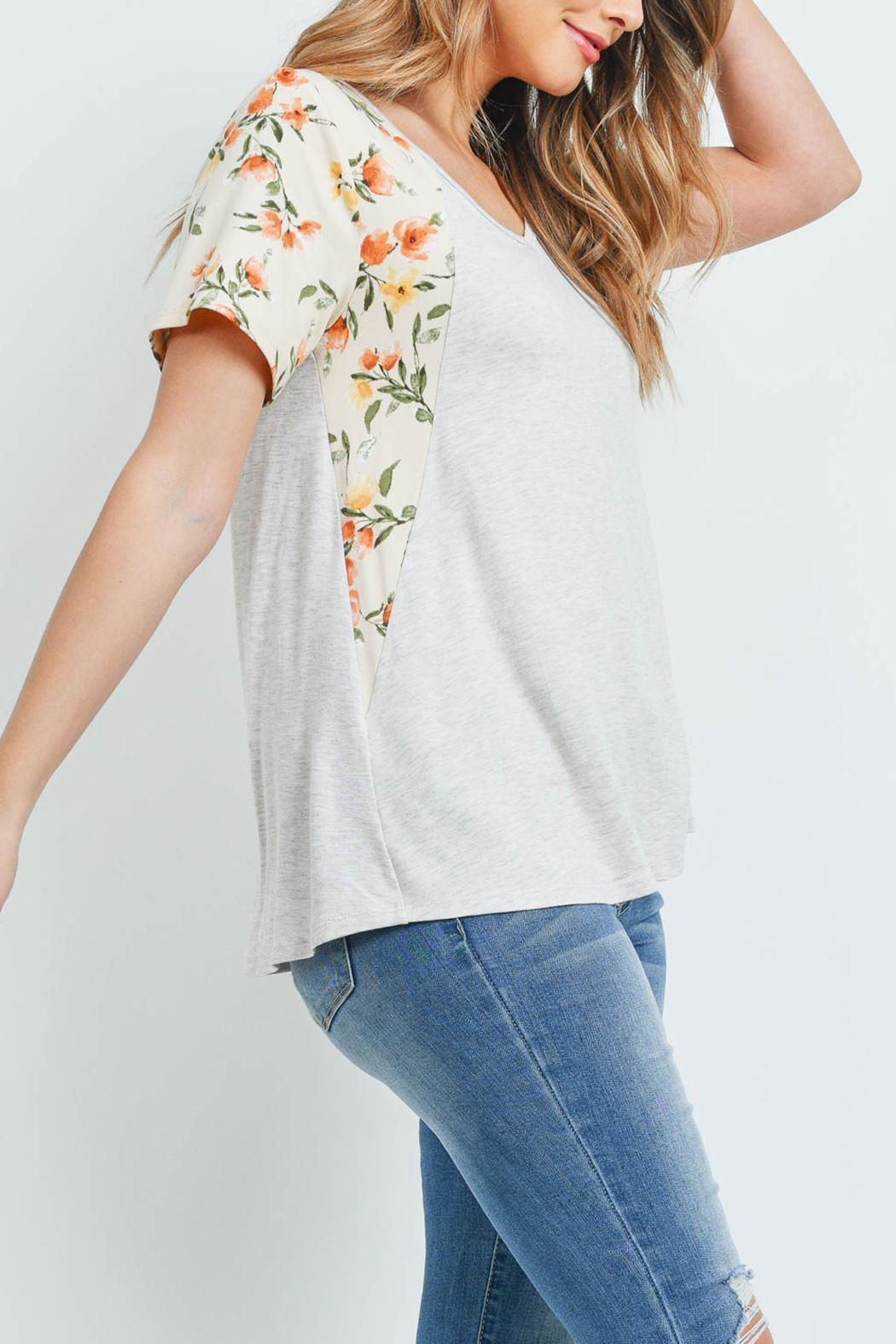 Riah Fashion Floral-Contrast-Two-Toned-V-Neck-Top - Back Cropped Image