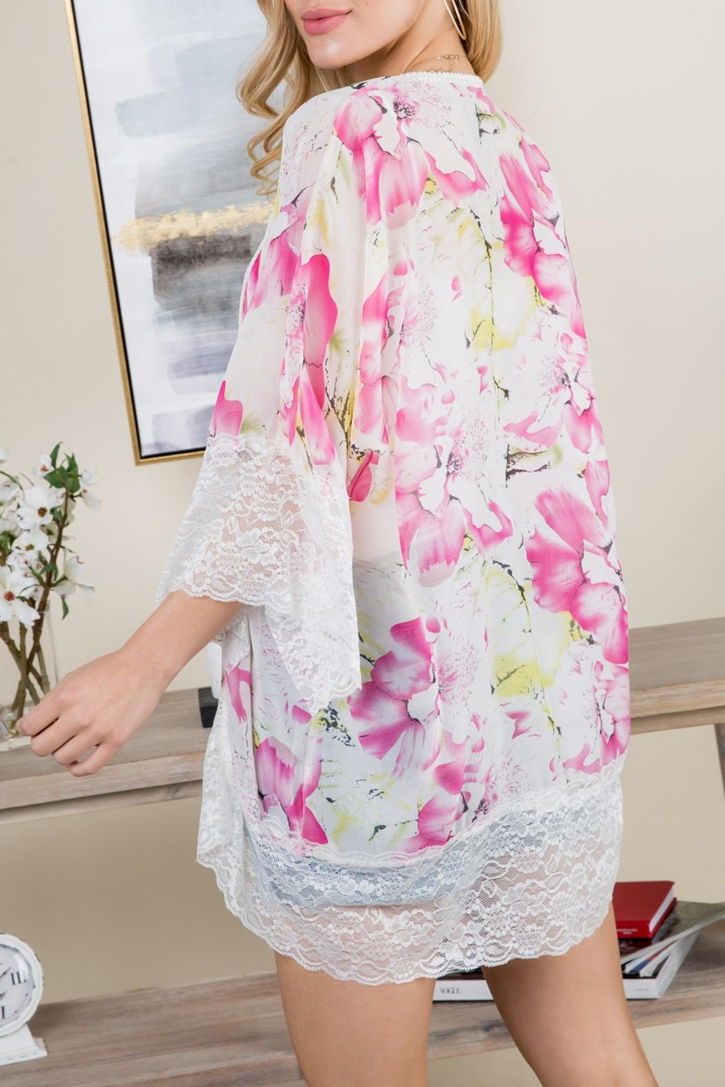 Riah Fashion Floral-Printed Lace Kimono - Back Cropped Image