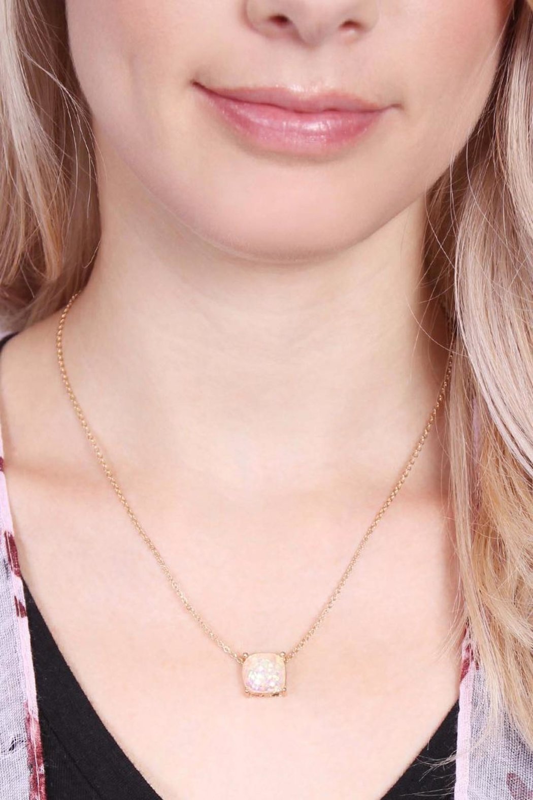 Riah Fashion Glitter Pendant Necklace - Side Cropped Image