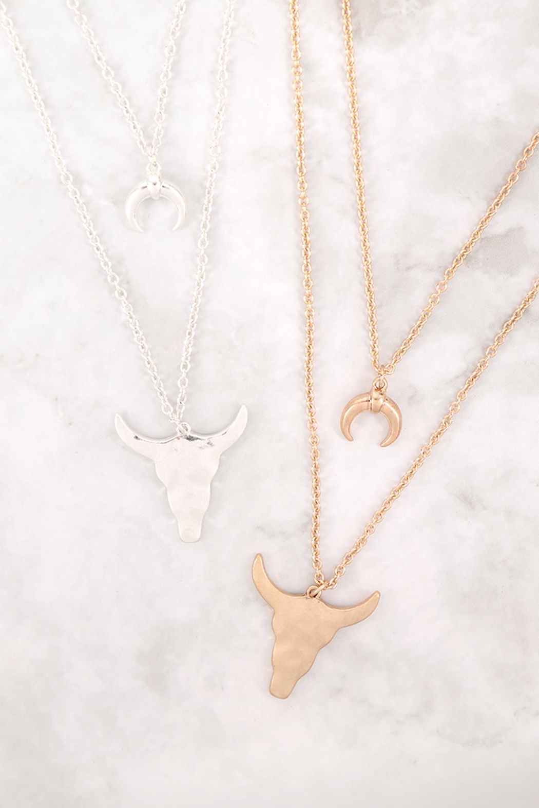 Riah Fashion Horn-Layered-Pendant-Mi- Chain-Necklace - Side Cropped Image