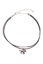 Riah Fashion Horseshoe Choker Necklace - Side cropped