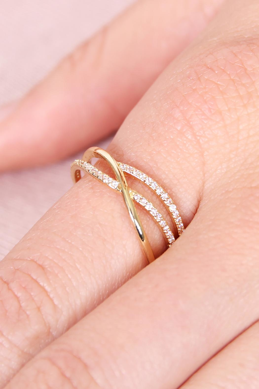 Riah Fashion Infinity-Wave Closed Ring - Side Cropped Image