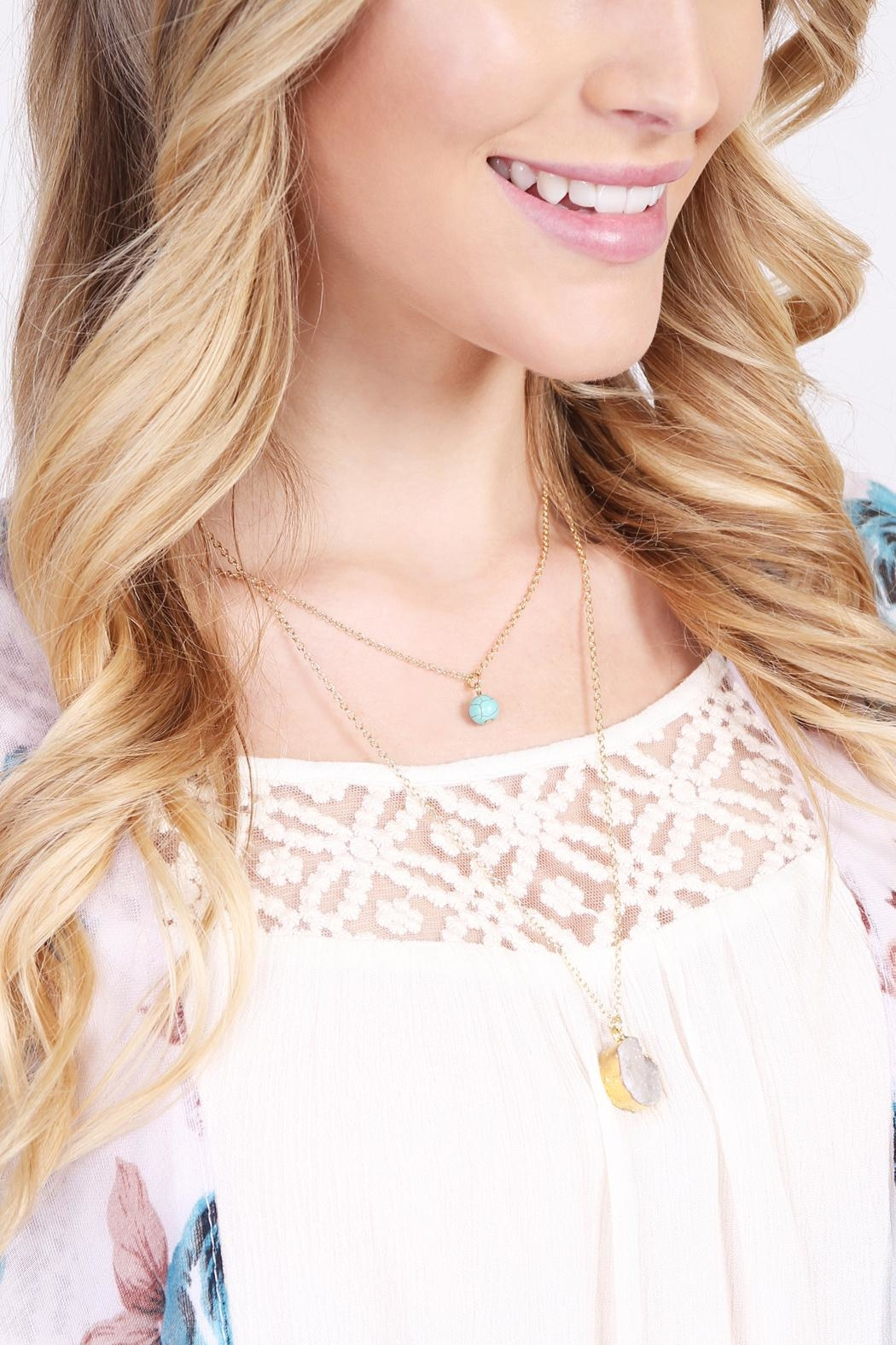 Riah Fashion Les Pierre Necklace - Side Cropped Image