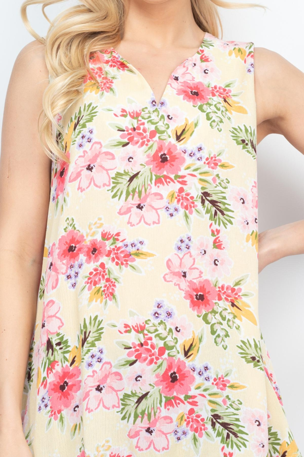 Riah Fashion Notch-Neck-Sleeveless-Floral-Top - Side Cropped Image